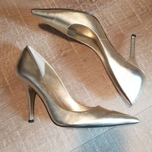 LAST CHANCE! Gorg GUESS Gold Leather Heels 7.5